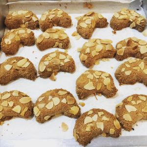low-carb-glutten-free-almond-crescent-cookies-recipe